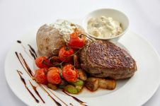 BEEF STEAK WITH GREEN PEPPERCORN SAUCE